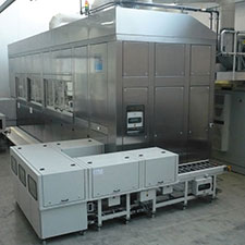 Fully encapsulated cleaning facility for ultrafine cleaning